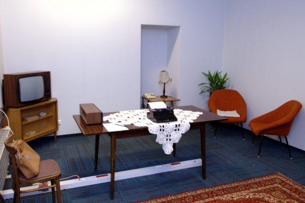 Mobilny escape room w sali konferencyjnej na Google Campus motyw PRL