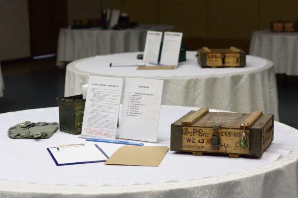 Mobilny escape room w sali konferencyjnej motyw misji specjalnej